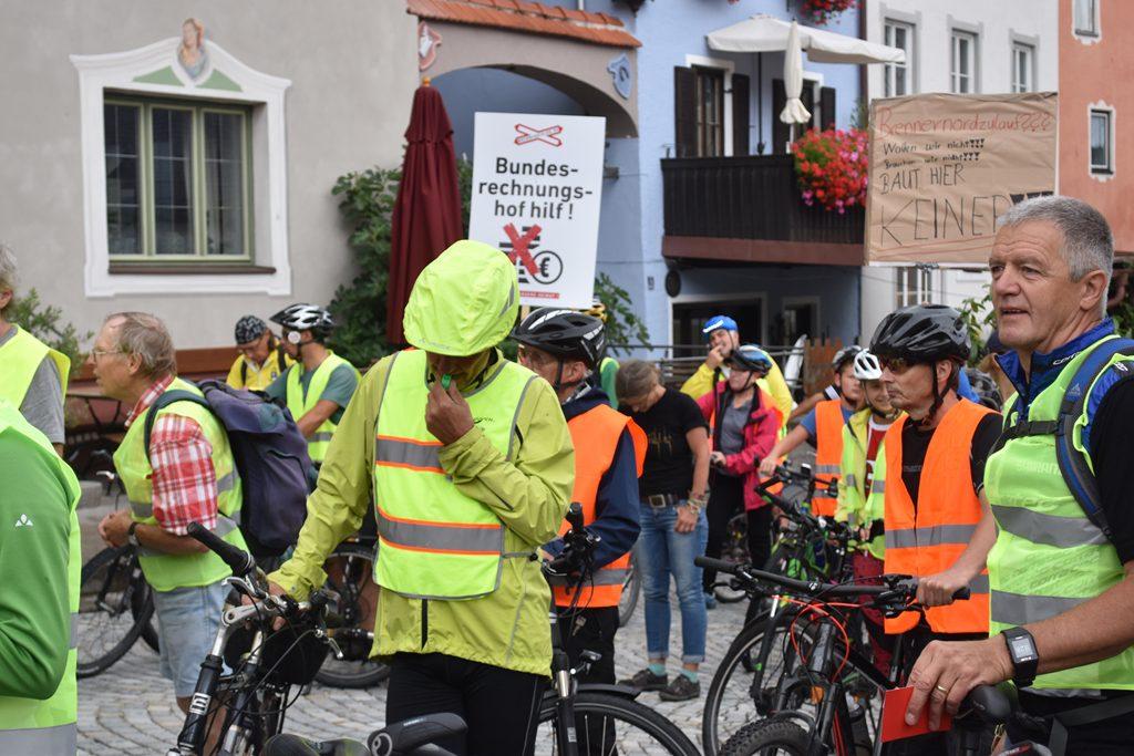 Neubeuern Marktplatz  Bürgerforum Inntal Fahrraddemo 2018, Brennernordzulauf