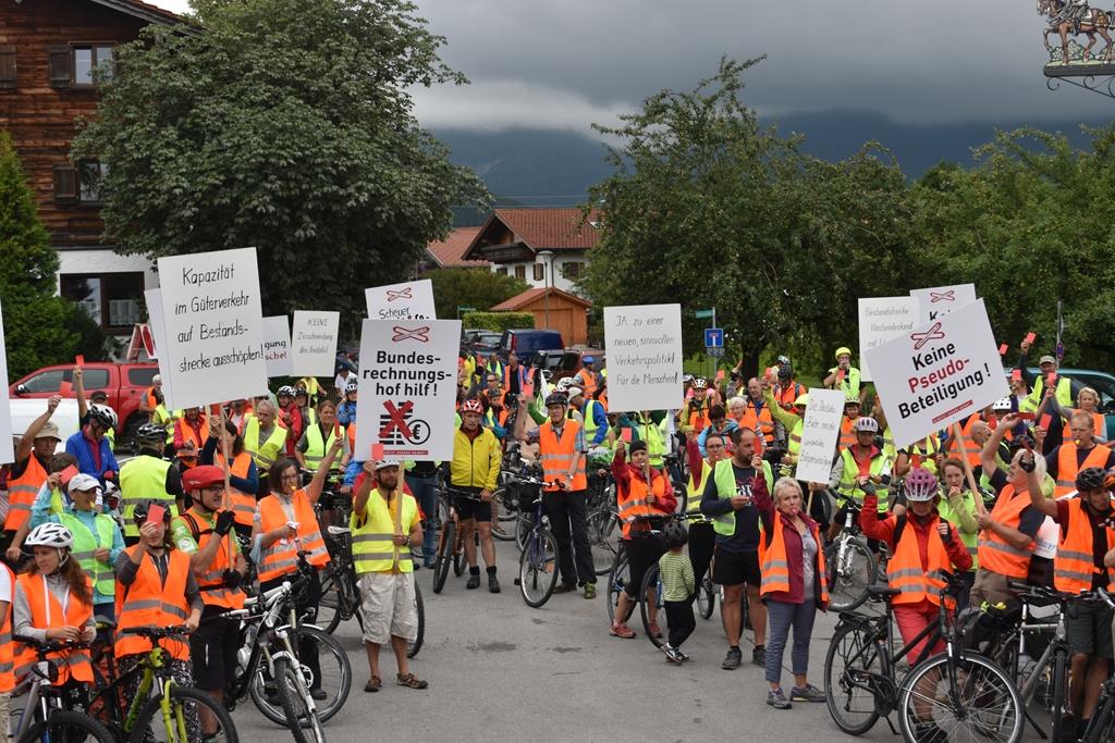Vielen Dank für eure Unterstützung: Radl-Demo und Rote Karten für die Verkehrspolitik!
