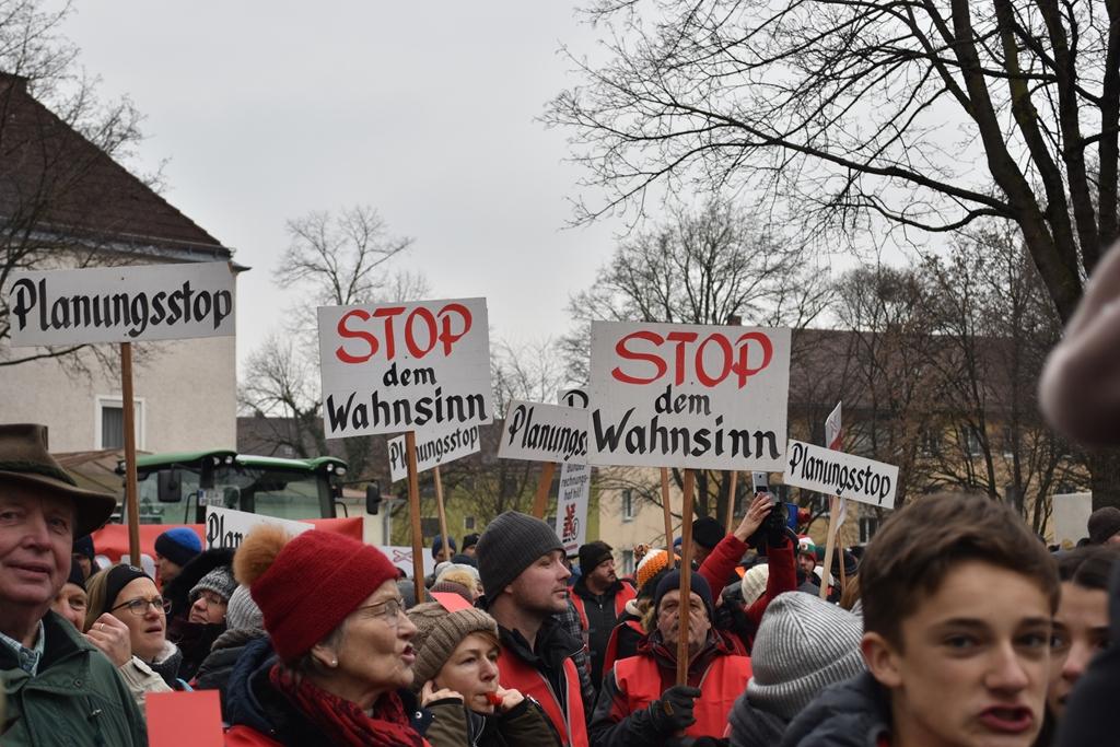 Wir werden immer mehr ! Vielen Dank für eure Unterstützung ! Bilder zu Demo Rosenheim 2019