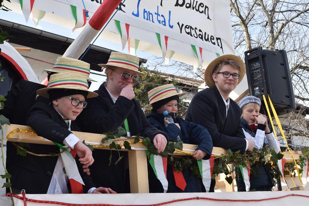 Bürgerforum Inntal Faschingzug Flintsbach. Auch die zükunftigen Generationen im Inntal sind aktiv.