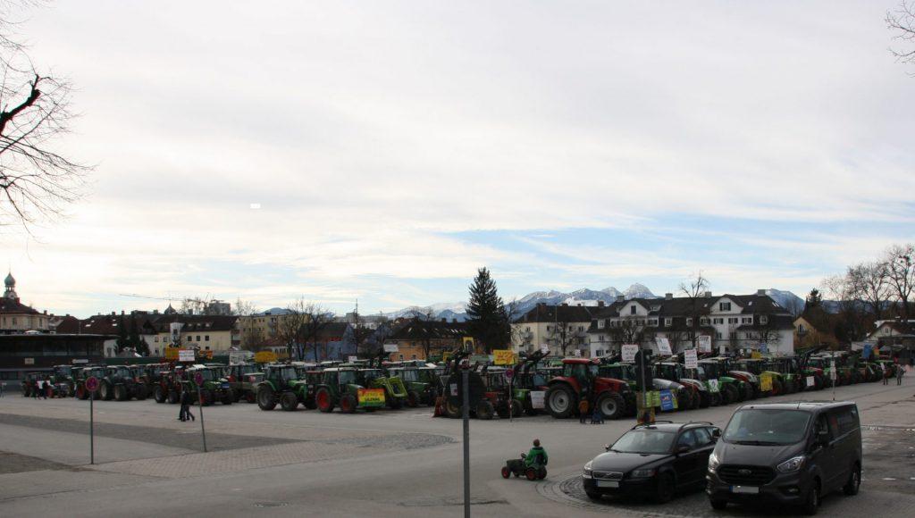 Dass über 1.000 Landwirte mit 400 Traktoren protestieren – das haben Rosenheim und die Loretowiese n