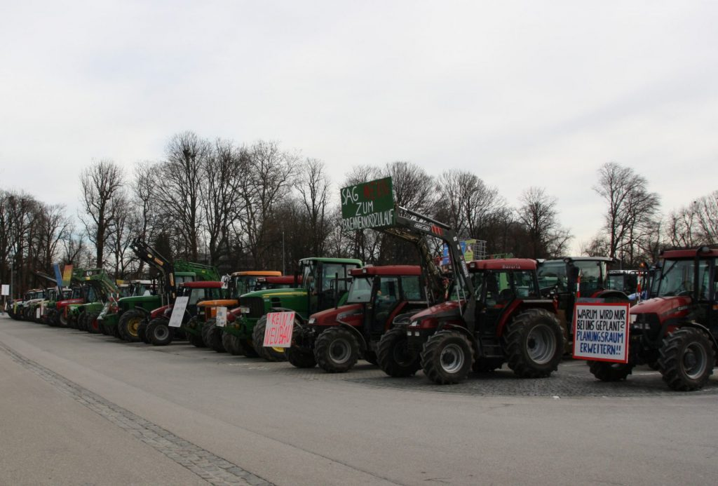 400 Traktoren auf der Loretowiese sind eine unbekanntes Bild. Dateiname: PI200219_Bild_24 Quelle: Br