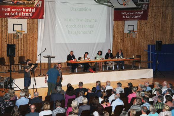 Podiumsdiskussion der Landratskandidaten in derBeurer Halle am 4.3.2020