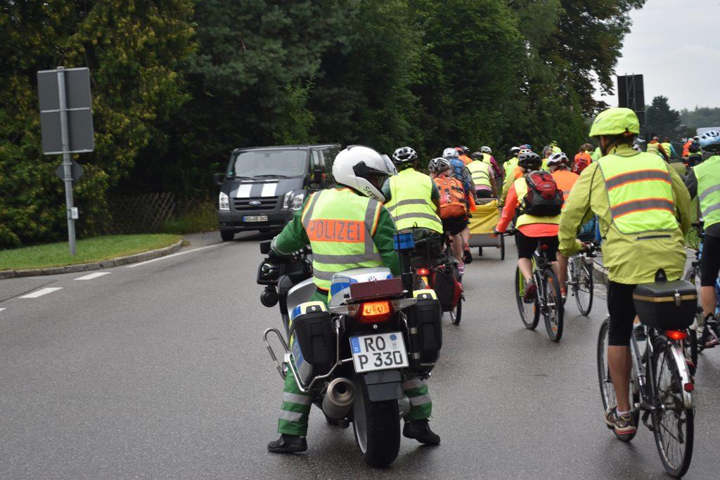 Gut gesichert und betreut durch die Polizei. Vielen Dank  Bürgerforum Inntal Fahrraddemo 2018, Brenn