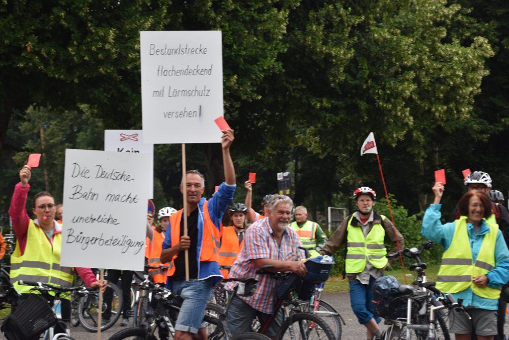 Raubling Gemeindehalle  Bürgerforum Inntal Fahrraddemo 2018, Brennernordzulauf