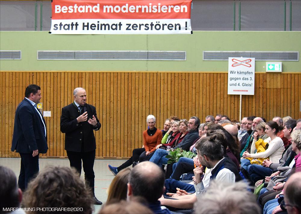Zuhörer von Hans Schuirer ehemaliger Landrat von Wackersdorf begeistert.